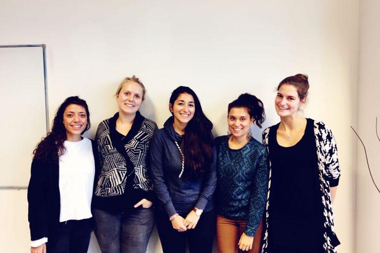 """Projektteam """"Kleine Heldin"""": Selia Boumessid, Lisa Roeske, Eda Topyürek, Yasmin Welkenbach, Friederike Adolph"""