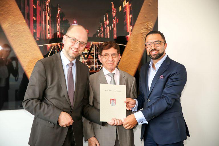 Justizsenator Dr. Till Steffen übernimmt Patenschaft für die Nader Etmenan Stiftung