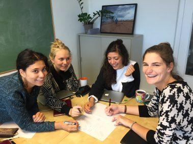 """Projektteam """"Kleine Heldin"""": Projektteam """"Kleine Heldin"""": Selia Boumessid, Lisa Roeske, Eda Topyürek, Yasmin Welkenbach, Friederike Adolph"""
